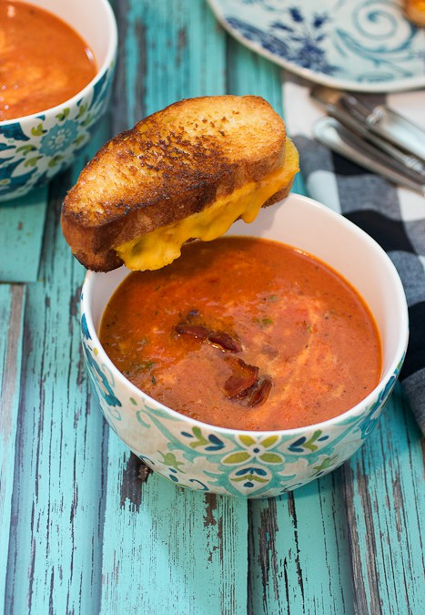 Roasted Red Pepper, Tomato and Bacon Soup #WeekdaySupper