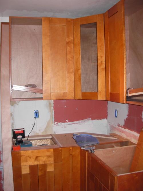 Kitchen Renovation: Day 3: Cabinets!