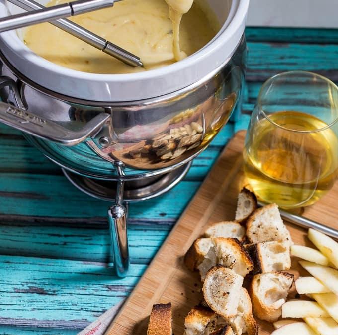 Roasted Garlic Cheese Fondue #SundaySupper