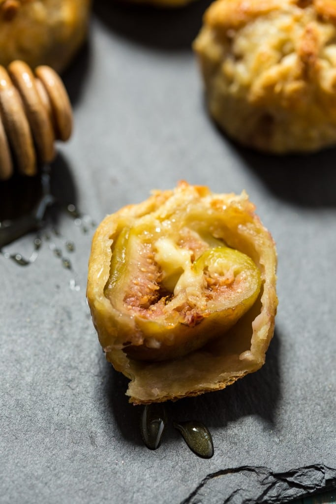 Brie Stuffed Figs Puff Pastry Bites | grilinthelittleredkitchen.com
