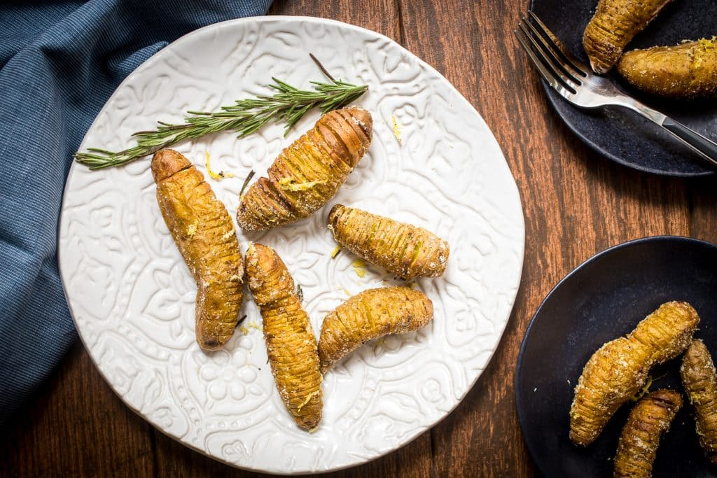 Air Fried Hasselback Fingerling Potatoes | girlinthelittleredkitchen.com