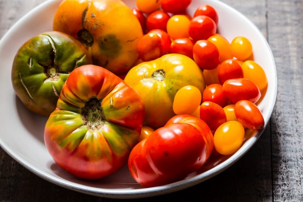 Heirloom Tomatoes | girlinthelittleredkitchen.com