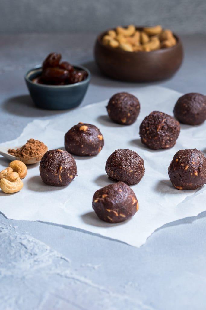 Chocolate Cashew Energy Bites | girlinthelittleredkitchen.com