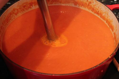 Pureeing tomato soup