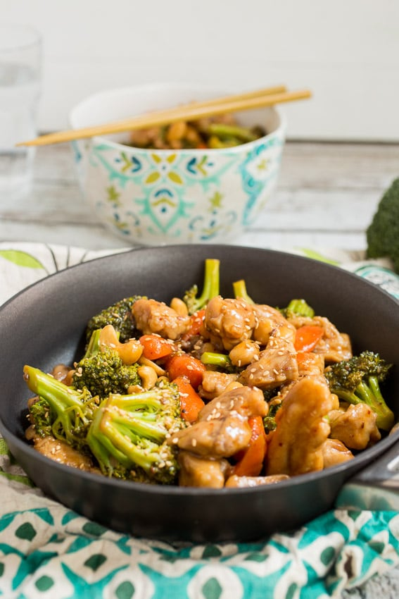 Spicy Cashew Chicken Stir Fry | girlinthelittleredkitchen.com