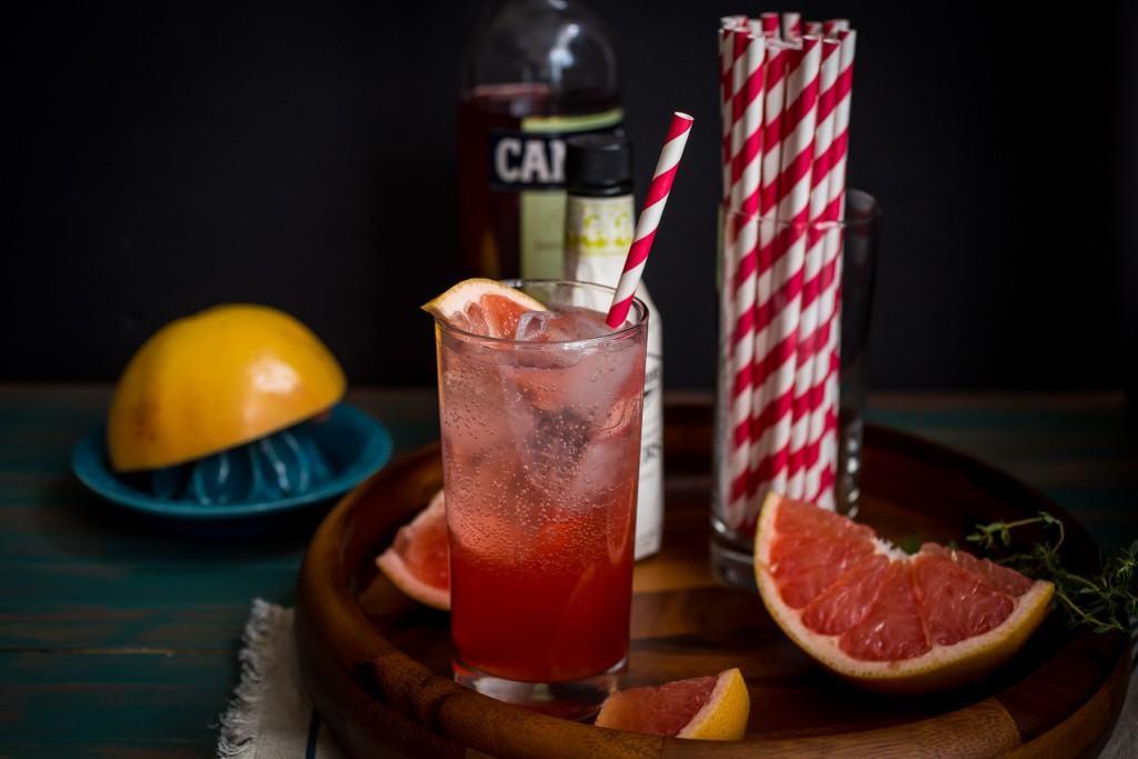 Blushing Grapefruit Collins | girlinthelittleredkitchen.com