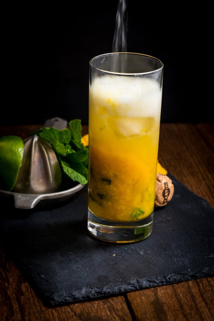Mango Mint Spritzer | girlinthelittleredkitchen.com
