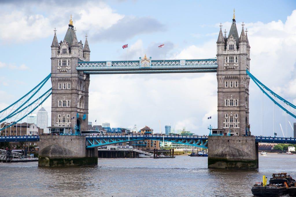 Tower Bridge | girlinthelittleredkitchen.com