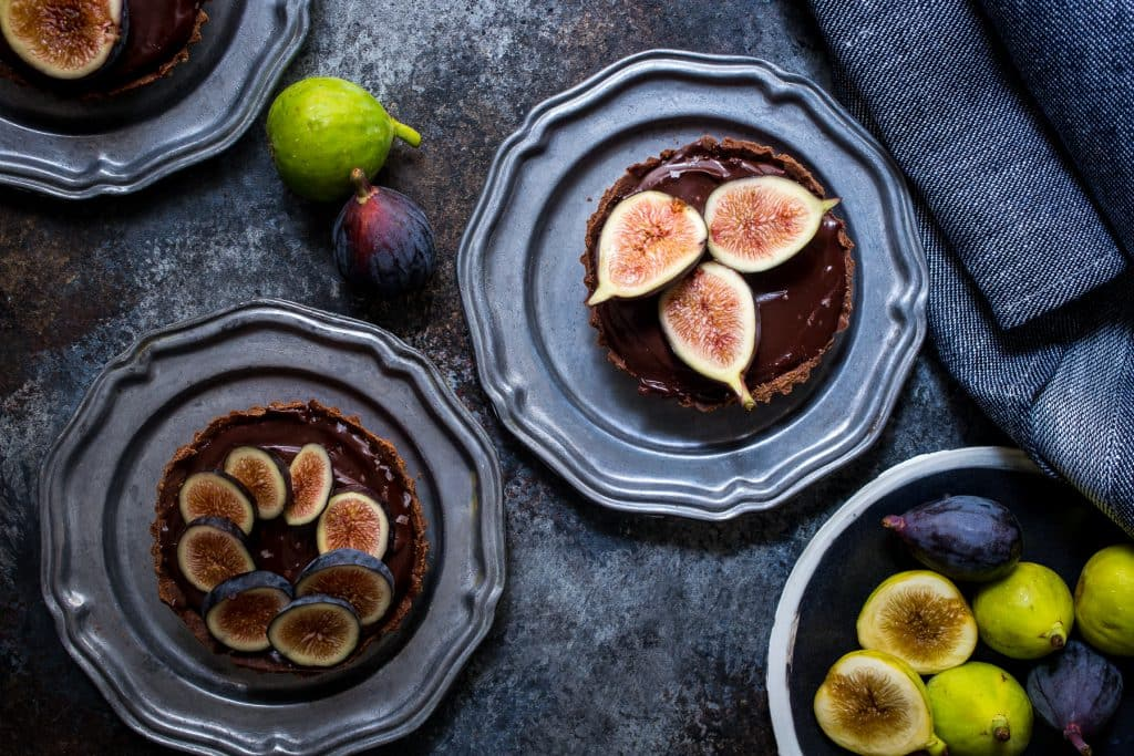Chocolate Caramel Fig Tart | girlinthelittleredkitchen.com