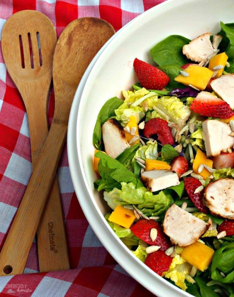 SUMMER STRAWBERRY MANGO SALAD WITH STRAWBERRY POPPYSEED VINAIGRETTE | COMFORTABLY DOMESTIC
