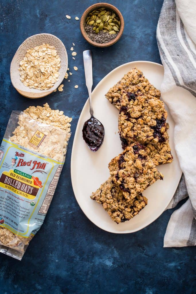 Vegan Oatmeal Breakfast Bars | girlinthelittleredkitchen.com